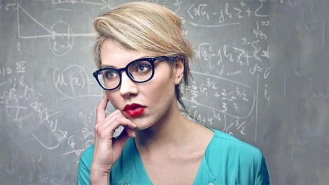 Gözlüklü insanlar daha zeki olabilir! (Bilimsel araştırma)