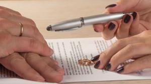 Eşi boşanmak isteyince fenalaşıp öldü