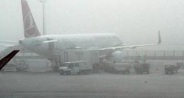 İstanbul'da yoğun sis hava ulaşımını etkiliyor