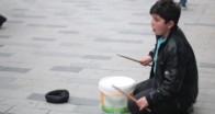 Afrinli Hüseyin baget ve yoğurt kovasıyla hayallerine ritm tuttu